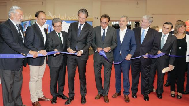 El Ministro de Fomento, Íñigo de la Serna, inaugura el SIL 2017