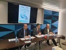 De izquierda a derecha: José Víctor Esteban, secretario general de la Fundación Corell, Ramón Valdivia, director general de Astic y Miguel Ángel Ochoa, presidente del patronato de la Fundación Corell.
