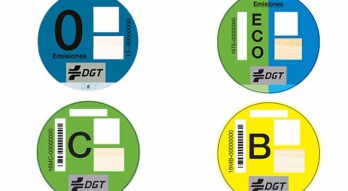 Los distintivos creados por la DGT.