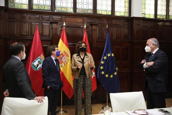 Almeida y Dolors Montserrat se reúnen para tratar los fondos europeos