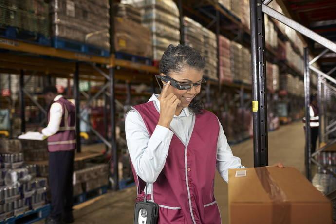Toshiba lanza nueva solución para sus gafas inteligentes, para sector logístico