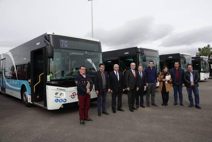 Málaga presenta cinco nuevos megabuses de 18,75 metros