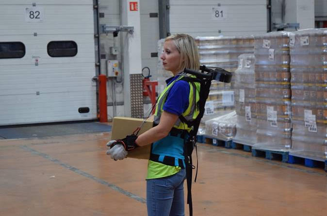 FM Logistic crea un exoesqueleto que reduce la carga sobre la espalda