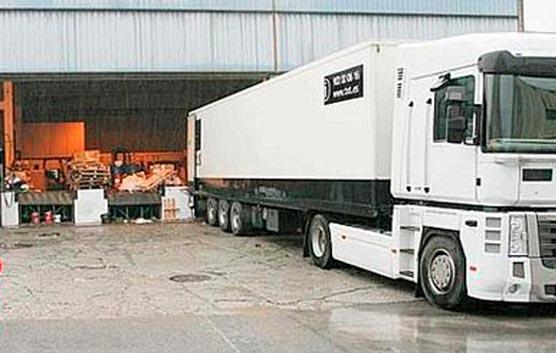 Piden a las Comunidades que prohíban que los conductores profesionales realicen las labores de carga y descarga