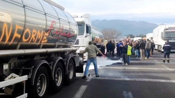 Fegatramer vuelve a denunciar el acoso a los transportistas en Europa