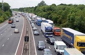 La actividad del transporte por carretera se reduce y los retornos en vacío aumentan