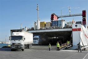 Los transportistas, exentos de una PCR al viajar en ferry