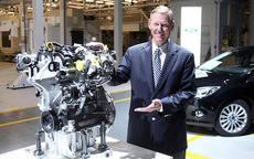 Joe Bakaj, vicepresidente de Desarrollo de Producto de Ford Europa, presenta el motor Ecobost 1.0 litros.