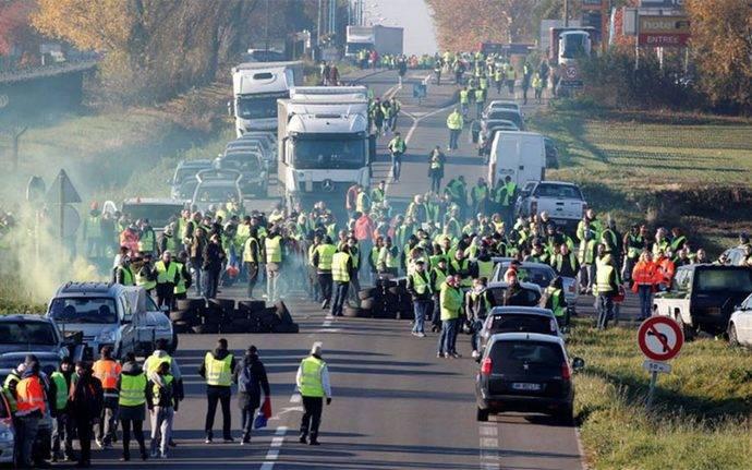 Los transportistas franceses bloquean 17 puntos de su red de carreteras