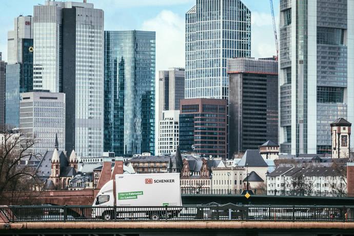 DB Schenker y Fuso amplían su asociación para promover camiones eléctricos