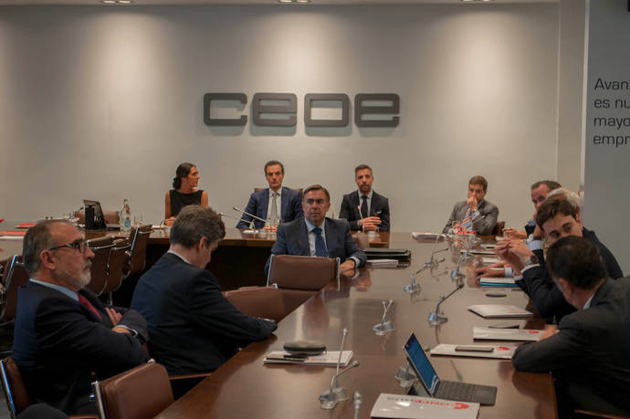 Antonio Garamendi se reúne con la Junta Directiva de Confebus