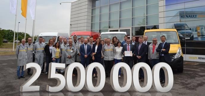 Renault entrega las llaves del comercial ligero 2.500.000