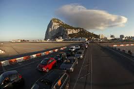 Transportes negocia acuerdo para regular la actividad por carretera entre España y Gibraltar
