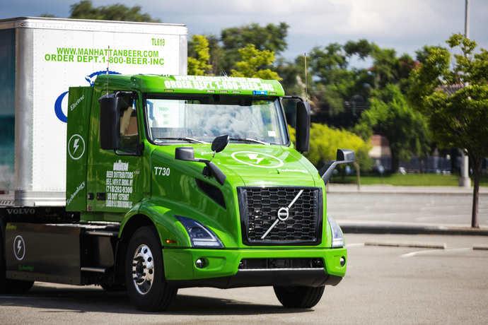 Volvo Trucks entrega los primeros VNR en Manhattan