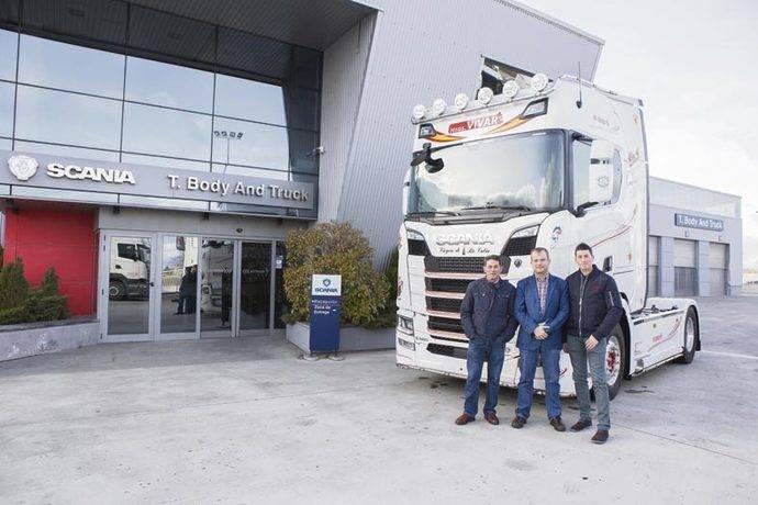 Hermanos Vivar incorpora un nuevo S580 de Scania a su flota