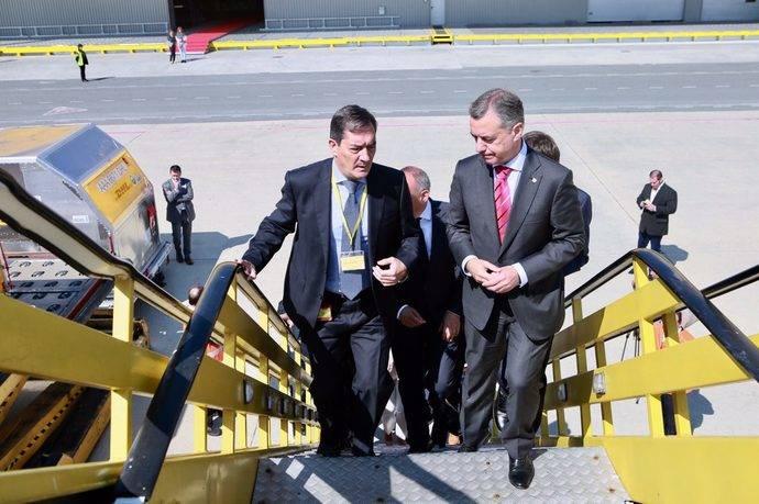 Dhl inaugura la ampliaci n de sus instalaciones en foronda for Oficinas de dhl en madrid