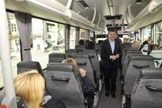 Ovidio Rodeiro en un recorrido en el autobús interurbano desde Betanzos hasta el centro de A Coruña.