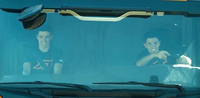 Los hermanos Márquez prueban el Scania XT