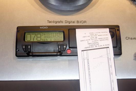 Trabajo confirma al tacógrafo como válido para registro de jornada laboral