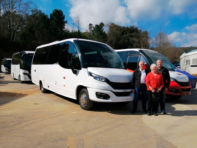 Moseley y Haines Mini Coaches visitan las instalaciones de Indcar