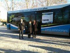 Presentación de los 15 autobuses de Irizar, ayer en Madrid.