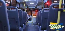 Uno de los autobuses del servicio.
