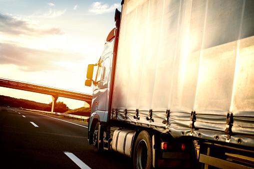 IRU insta a mantener el transporte, a pesar de las restricciones
