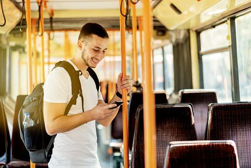 El uso de transporte público ayuda a reducir las muertes por accidentes