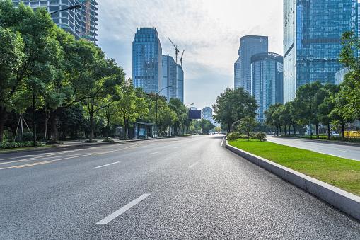 Desde el 11 de mayo, se limita a 30 km/h en vías urbanas de un carril por sentido