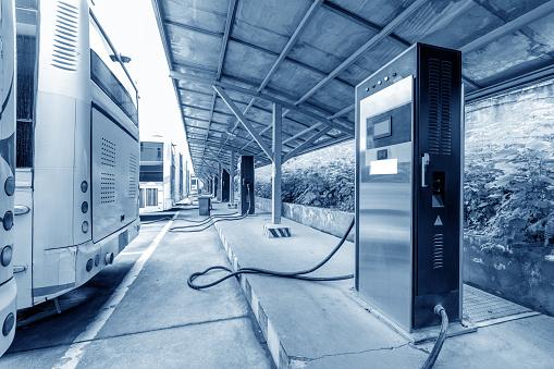 Los viajeros de Silicon Valley deben volver al trabajo en autobuses eléctricos