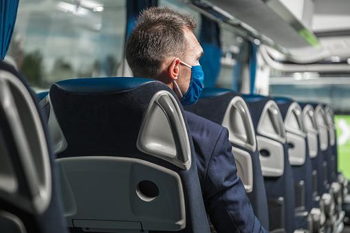 El autobús, alternativa segura en pandemia, frente al vehículo compartido