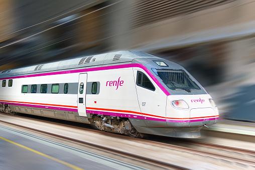 Renfe compra de 12 locomotoras para el transporte de Mercancías
