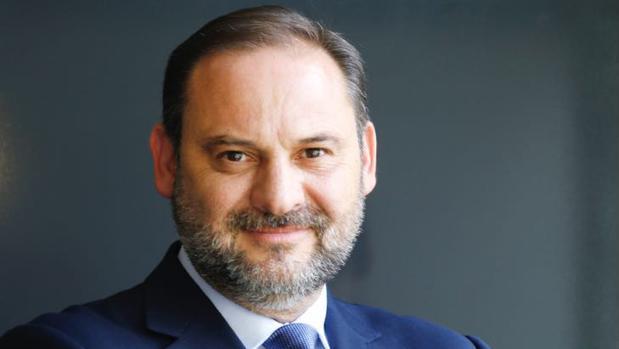"""José L. Ábalos: """"Las infraestructuras son un instrumento para dar servicio público"""""""