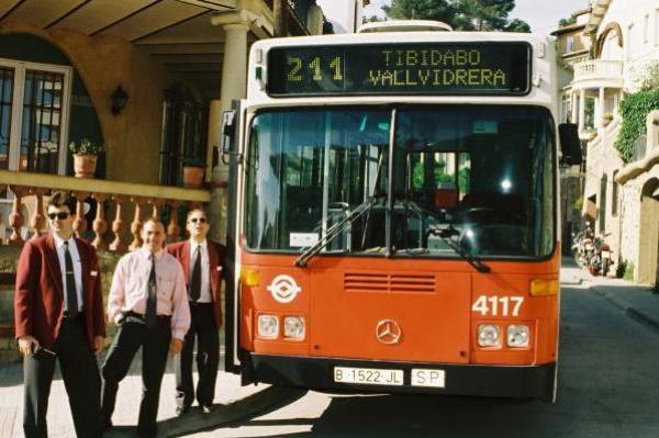 La primera línea de autobús del barrio en Barcelona cumple 20 años