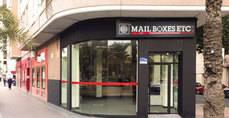 Imagen de archivo de un centro Mail Boxes abierto recientemente