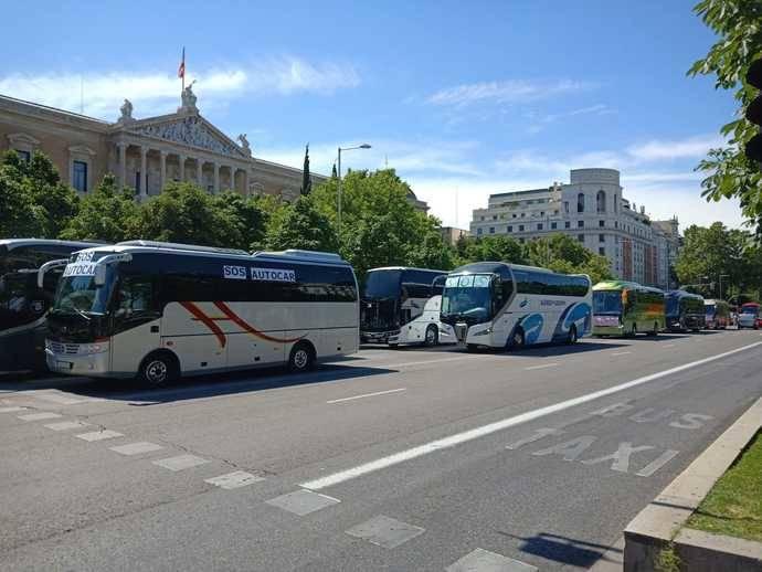 DireBús moviliza unos 2.500 autobuses en defensa de los intereses del Sector