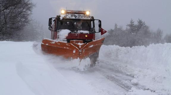 144 quitanieves y 29.899 toneladas de fundentes, contra nevadas en el Norte