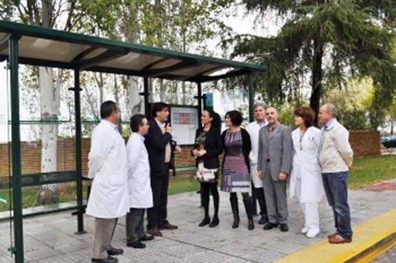 Andalucía instala 20 marquesinas adaptadas a personas con movilidad reducida