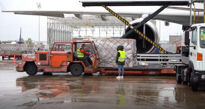 Llegan a España más de un millón de mascarillas para trabajadores del transporte público