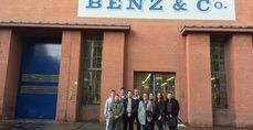 Alumnos del Máster de Confebus en las instalaciones de Mercedes-Benz, en Alemania.