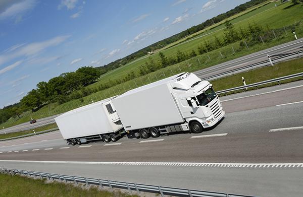 El Comité Nacional del Transporte por Carretera explica su posición respecto a los megacamiones