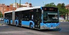 Autobús interurbano de la Empresa Municipal de Transporte en Madrid.