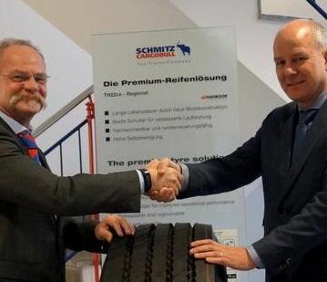 Schmitz Cargobull y Perfil Tyrecenter trabajando juntos en Benelux