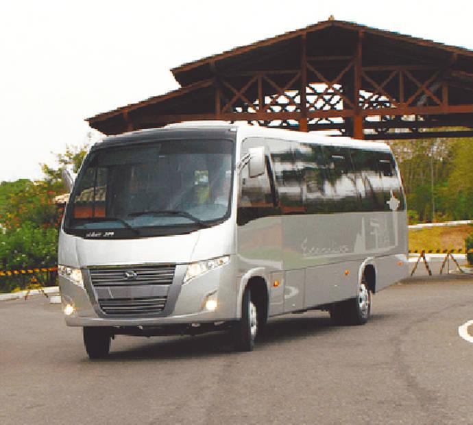Matriculaciones de autobuses crecen en mayo, pero caen las de microbuses