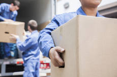 7 de cada 10 españoles que se mudan lo hacen por trabajo, de acuerdo con Furgo