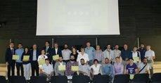 Los premiados 'Muévete Verde 2017' posan en la sede de la EMT.