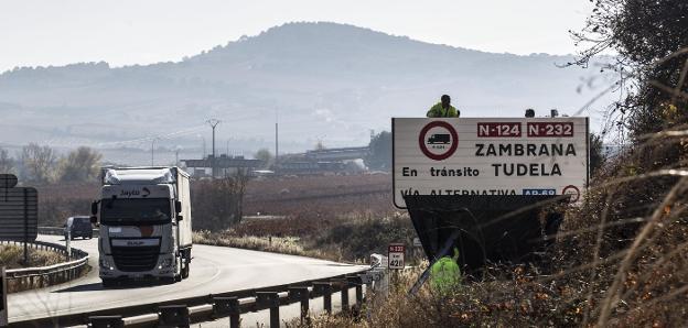 TSJ de Madrid declara ilegal resolución de DGT sobre desvíos obligatorios de camiones a la AP-68