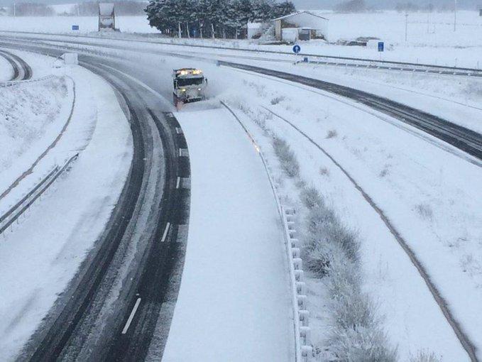 Hielo y nieve complican la circulación