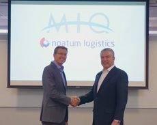 El CEO de Noatum Logistics, Rafael Torres junto al presidente de MIQ Noatum Logistics, John Carr.