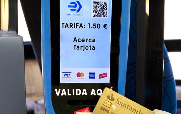 Ya se puede pagar con móvil o tarjeta bancaria en el urbano de Madrid
